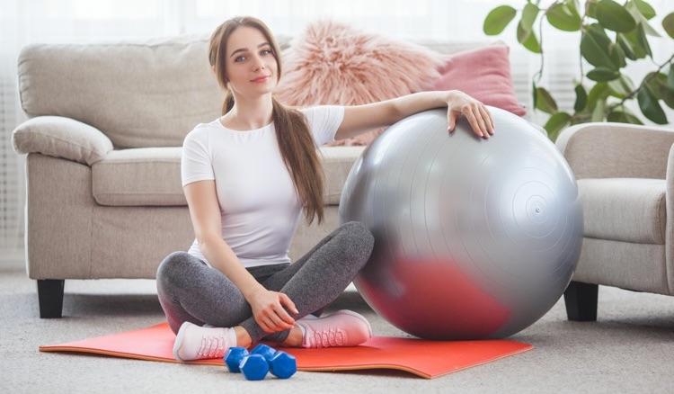 Renforcer ses muscles grâce à des exercices au ballon pour le dos