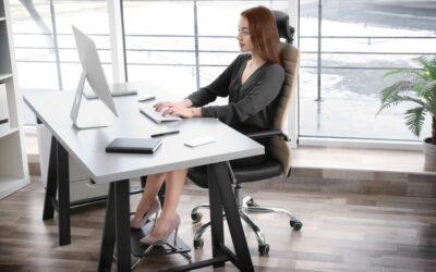 Utiliser un repose pieds de bureau pour éviter une mauvaise posture